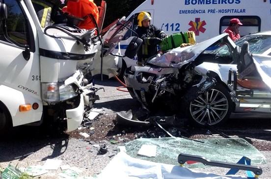 Acidente fez oito feridos e cortou estrada EN250