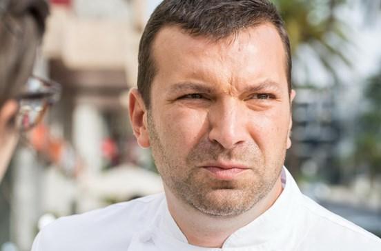 Proprietária desespera com agressividade de Ljubomir e fecha restaurante