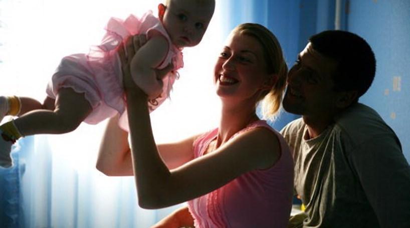 Pais não casados vão poder regular responsabilidades parentais nas Conservatórias