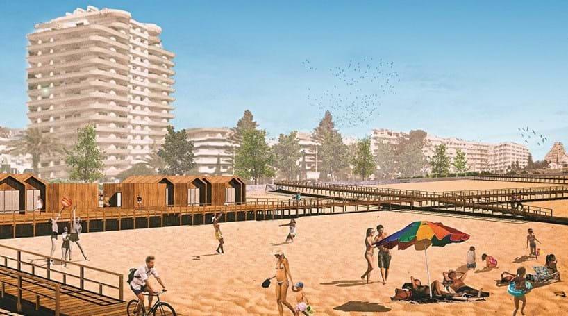 Praia de Monte Gordo com passadiço pedonal