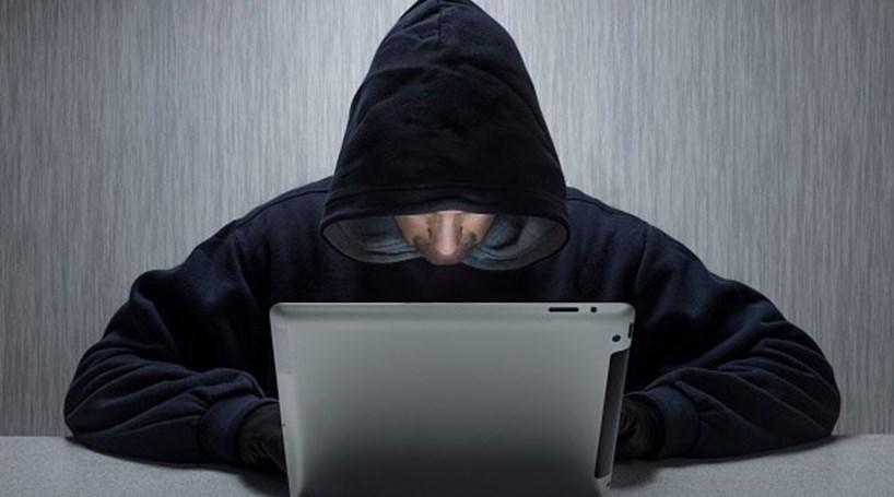 Homem detido por burla informática e branqueamento de capitais