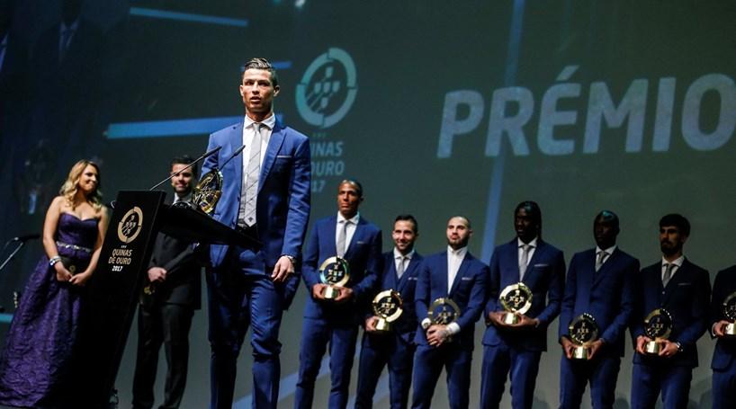 Ronaldo, Fernando Santos e Seleção vencem troféus 'Quinas de Ouro'