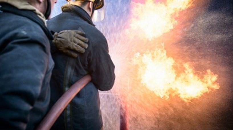 Resultado de imagem para Incêndio industrial destruiu 10 viaturas e armazéns em Leiria