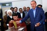 """Erdogan com poderes reforçados na Turquia. """"Sim"""" vence no referendo"""