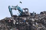 27 mortos em colapso de montanha de lixo