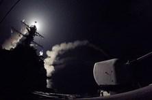 Veja o momento do lançamento dos mísseis contra a Síria