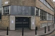 Suspeito de ataque com ácido em Londres acusado de 15 crimes