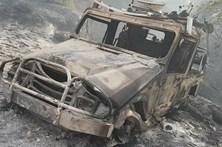 Bombeiro ferido e carro de combate queimado em incêndio