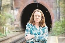 Paula Hawkins lança novo livro