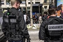 Paris chora mais um atentado sangrento