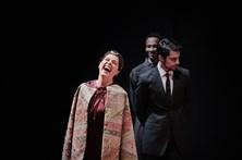Comuna estreia peça sobre loucura do teatro
