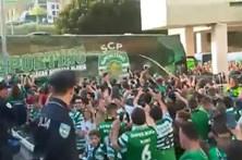 Veja a chegada da equipa do Sporting a Alvalade