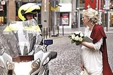 Polícia impede noiva de ir para o casamento