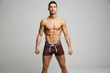 """""""Ronaldo usa enchimento"""" nas campanhas de roupa interior"""