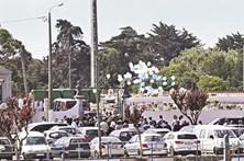Balões na despedida à vítima de sarampo