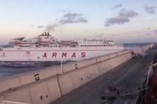 Ferry desgovernado choca contra pontão nas Canárias