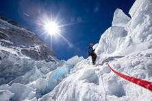 Número recorde de alpinistas com autorização para escalar Evereste