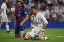 Messi bate Ronaldo em confronto de gigantes