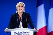 Le Pen acusa Macron de ser fraco no combate ao terrorismo