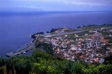 Reaberto à navegação o único porto da ilha do Corvo