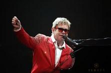 Elton John anula concertos nos EUA devido a infeção bacteriana