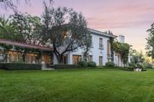 Veja as fotos da mansão que Angelina Jolie quer comprar