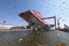 China exibe primeiro porta-aviões construído no país