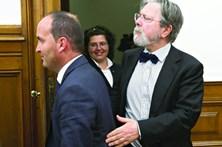 Diretor da Saúde ataca hippies antivacinas