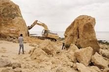 Demolições na praia Maria Luísa prosseguem no sábado