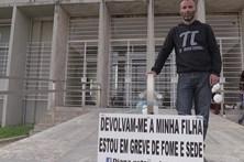 Pai suspende greve de fome após recurso