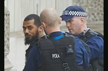 Homem armado detido junto ao Parlamento Britânico
