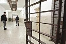Redução de custos liberta 1000 presos