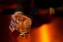 Envenenado com óleo em vez de álcool