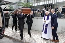 Familiares e amigos dizem o último adeus a frei Joaquim Carreira das Neves