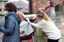Comício político termina com mulheres à pancada