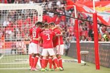 Benfica sofre para vencer o Estoril