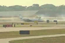 Avião faz aterragem assustadora após perder pneu
