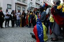 Vigília pela paz na Venezuela junta 30 pessoas em Lisboa