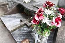 Florista rouba flores de cemitério