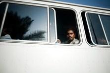 Pelo menos 11 mortos em queda de miniautocarro em ravina no Paquistão