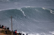 Maior onda do mundo volta a ser na Nazaré