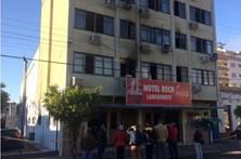 Três mortos em incêndio num hotel no Brasil