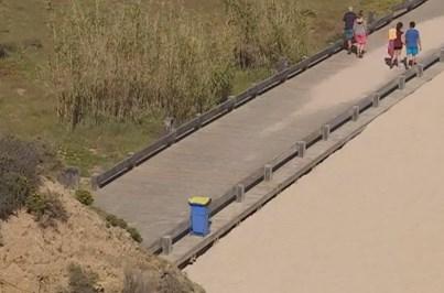 Homem esfaqueado em passadiço de praia