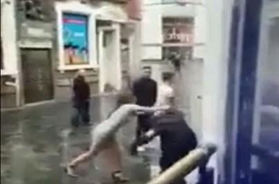 Mulher leva um soco após tentar agredir segurança