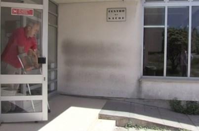 Utentes de muletas obrigados a subir escadas para ir a consultas