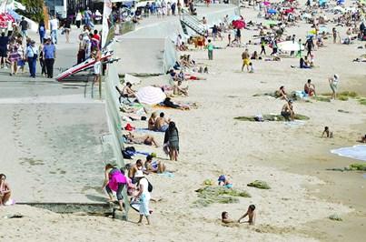 Praia de Carcavelos sem rampas para deficientes