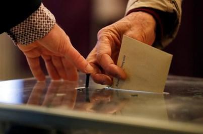 Franceses já votam para as presidenciais