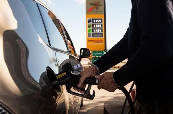 Ladrão fica sem gasolina no carro