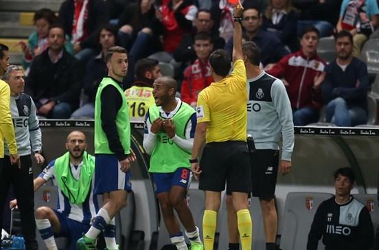 """Dragões chamam """"mentiroso"""" ao árbitro Tiago Antunes"""