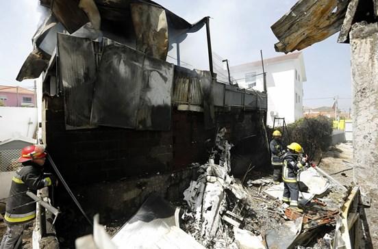 Avião que caiu em Tires e matou cinco pessoas perdeu o controlo e explodiu no solo